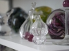 Glas objekt på hylla
